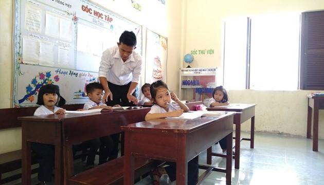 Volunteer teachers on Sinh Ton island