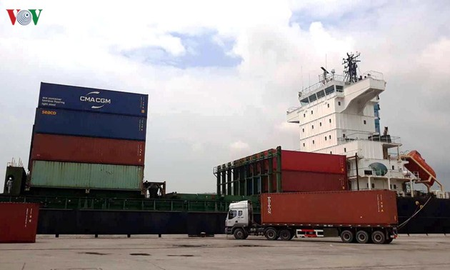 Thanh Hoa receives international container ships