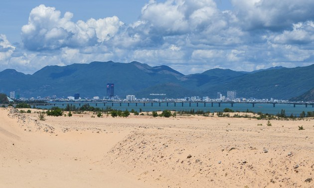 Picturesque giant sand dunes in Quy Nhon