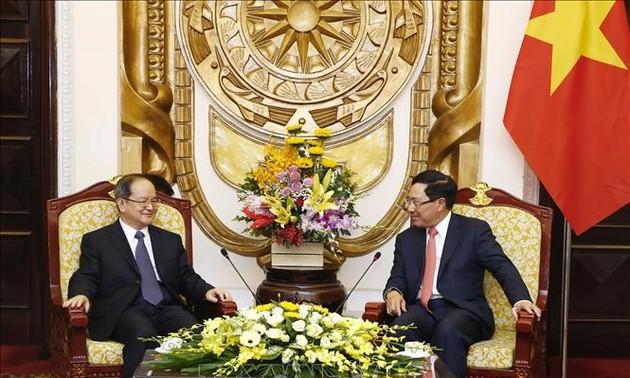 越南政府副总理兼外交部长范平明会见中国广西壮族自治区党委书记鹿心社