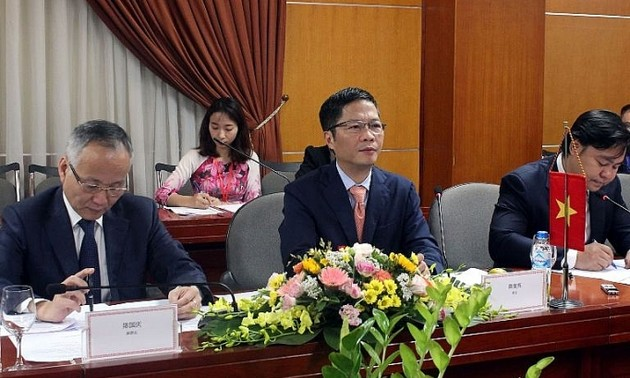 Vietnam boosts trade with China's Guangxi