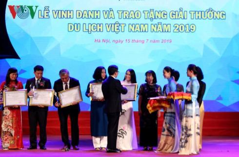 Winners of Vietnam Tourism Awards 2019 honored