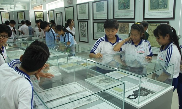 Hoang Sa, Truong Sa exhibition opens in Long An