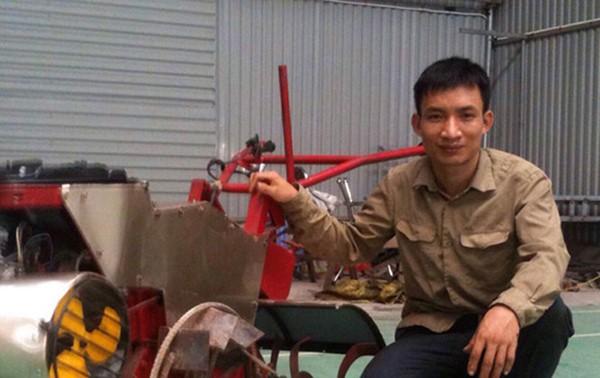Hanoi farmer invents all-purpose farm machine