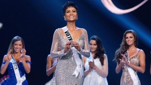 Miss Universe Vietnam brings spring to home village