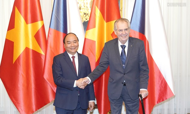 Czech media: Vietnamese PM's visit creates momentum for future cooperation