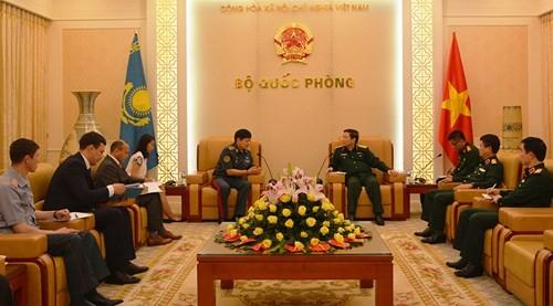 Đại tướng Ngô Xuân Lịch tiếp Thứ trưởng Bộ Quốc phòng Cộng hòa Kazakhstan