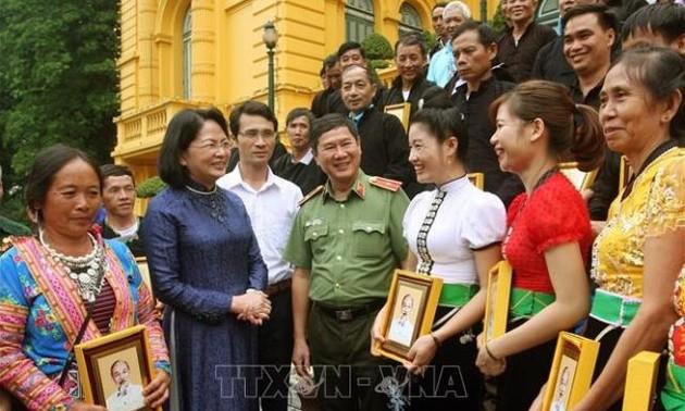 Phó Chủ tịch nước Đặng Thị Ngọc Thịnh tiếp Đoàn đại biểu Trưởng bản và người có uy tín tỉnh Lai Châu
