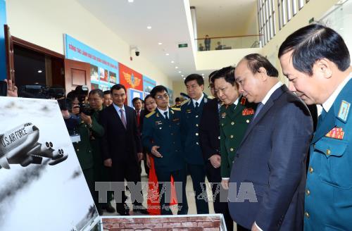 Нгуен Суан Фук принял участие в праздновании 45-й годовщины победы в воздушной битве над Ханоем