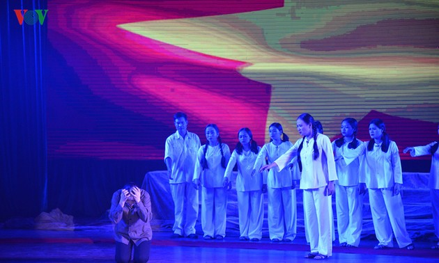 """Musical play """"Truong Bon flower and fire"""" - a tribute to fallen soldiers"""