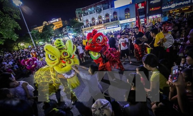 Foreigners celebrate Vietnam's traditional Lunar New Year festival