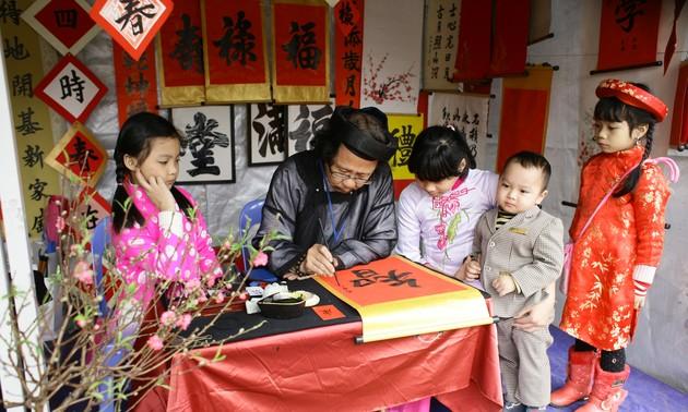 Palabras de adoración en caligrafía, rasgo cultural peculiar del Tet