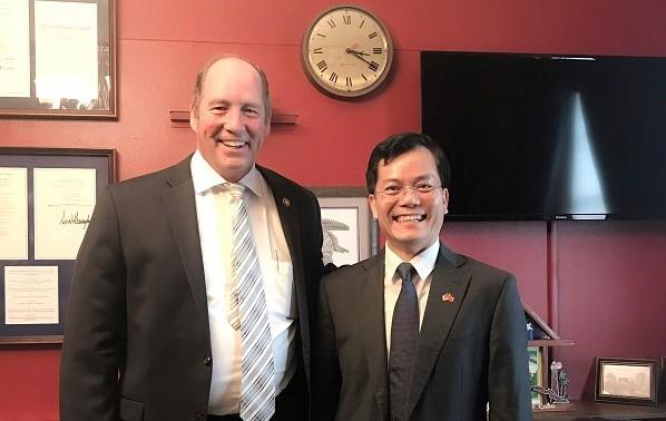 Đại sứ Việt Nam tại Hoa Kỳ trao đổi với Hạ nghị sĩ Ted Yoho về các lĩnh vực hợp tác Việt Nam-Hoa Kỳ