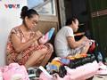 A Hanoi family makes cardboard masks for decades