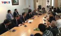 Vicejefe del Parlamento de Vietnam dialoga con compatriotas en Francia