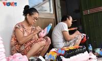 La dernière famille de Hanoi qui confectionne encore des masques en papier mâché