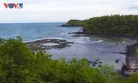 Ngắm miệng núi lửa cổ phát lộ trên bờ biển Ba Làng An, Quảng Ngãi