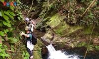 Chinh phục cung đường mạo hiểm Ngũ Hồ và thác Đỗ Quyên