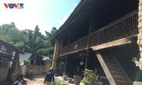 Nhà cổ của người Giáy ở Ma Lé