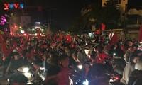Hàng nghìn người đổ ra đường mừng ĐT Việt Nam giành chức vô địch AFF Cup 2018