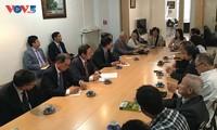 Vizeparlamentspräsident Phung Quoc Hien trifft Vertreter der Vietnamesen in Frankreich