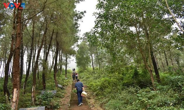 Leo núi Bồ Lĩnh, thăm đền Long Sơn Thủy Quốc