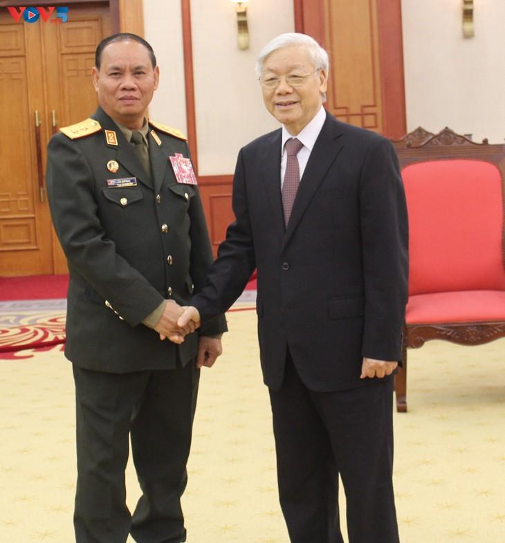 Un responsable militaire laotien reçu par Nguyen Phu Trong  - ảnh 1