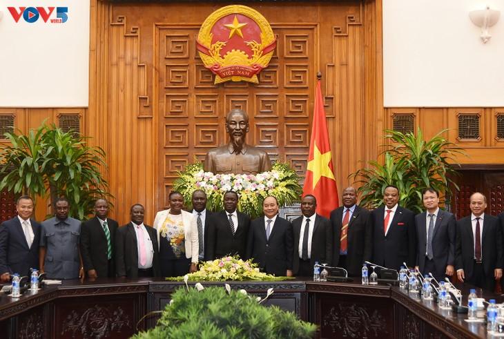 Vietnam y Tanzania por elevar su un intercambio comercial a mil millones de dólares  - ảnh 1