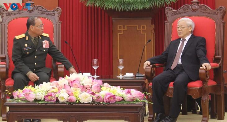 กองทัพเวียดนามและลาวมีส่วนร่วมกระชับความสัมพันธ์สามัคคีพิเศษระหว่างทั้งสองประเทศ - ảnh 1
