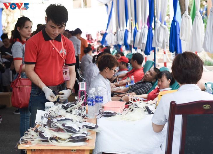 Người Hà Nội sinh năm 1976 rủ nhau đi hiến máu - ảnh 12