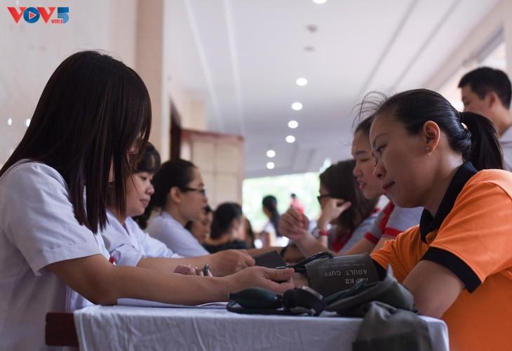 Người Hà Nội sinh năm 1976 rủ nhau đi hiến máu - ảnh 8
