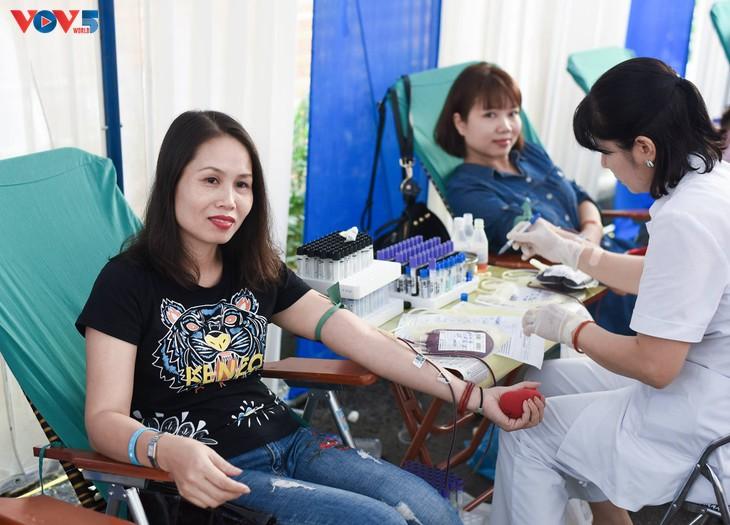 Người Hà Nội sinh năm 1976 rủ nhau đi hiến máu - ảnh 13