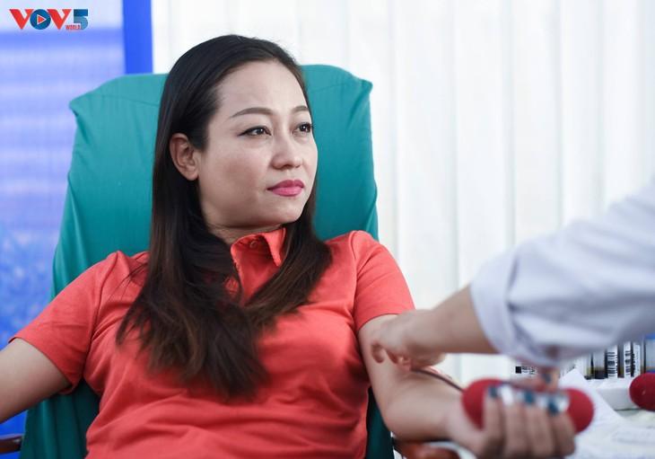 Người Hà Nội sinh năm 1976 rủ nhau đi hiến máu - ảnh 10