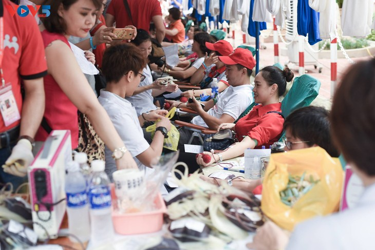 Người Hà Nội sinh năm 1976 rủ nhau đi hiến máu - ảnh 9