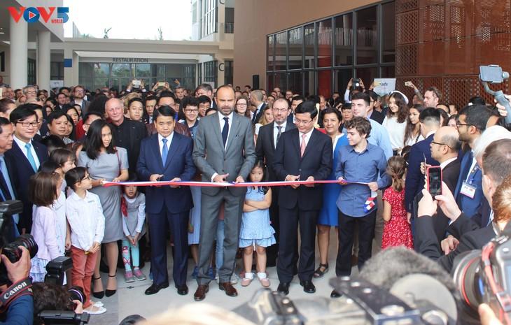 Édouard Philippe inaugure le nouveau bâtiment du Lycée français Alexandre Yersin - ảnh 1