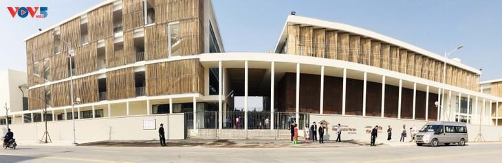Édouard Philippe inaugure le nouveau bâtiment du Lycée français Alexandre Yersin - ảnh 2