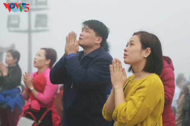 Selar Raja Buddhis Tran Nhan Tong di gunung suci Yen Tu - ảnh 12