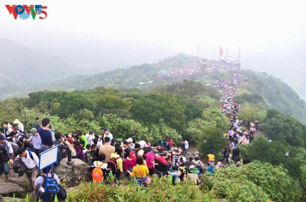 Selar Raja Buddhis Tran Nhan Tong di gunung suci Yen Tu - ảnh 13