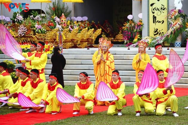 Selar Raja Buddhis Tran Nhan Tong di gunung suci Yen Tu - ảnh 14