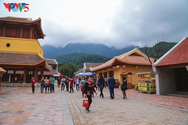 Selar Raja Buddhis Tran Nhan Tong di gunung suci Yen Tu - ảnh 16