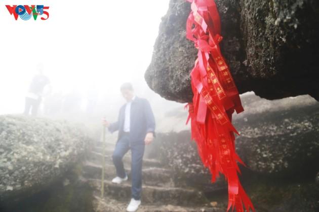 Selar Raja Buddhis Tran Nhan Tong di gunung suci Yen Tu - ảnh 17