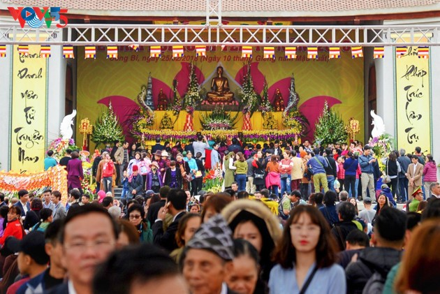 Selar Raja Buddhis Tran Nhan Tong di gunung suci Yen Tu - ảnh 19