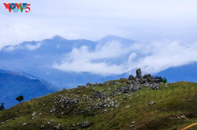 Selar Raja Buddhis Tran Nhan Tong di gunung suci Yen Tu - ảnh 5