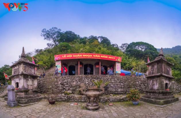 Selar Raja Buddhis Tran Nhan Tong di gunung suci Yen Tu - ảnh 6