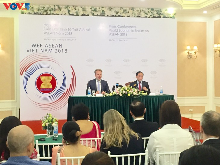 WEF ASEAN 2018 mendorong kerjasama pada latar belakang revolusi industri 4.0 - ảnh 1