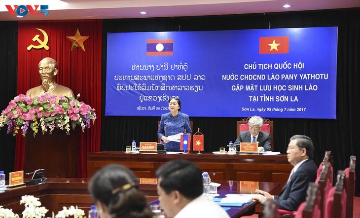 Chủ tịch Quốc hội CHDCND Lào đánh giá cao hợp tác giáo dục với Việt Nam - ảnh 1