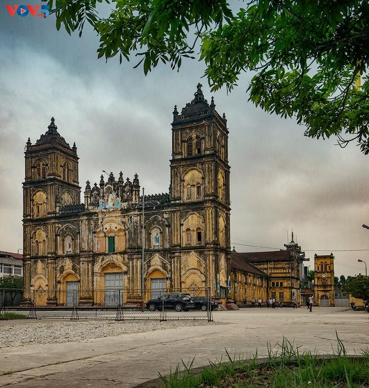 Vẻ đẹp độc đáo của nhà thờ Bùi Chu - ảnh 2