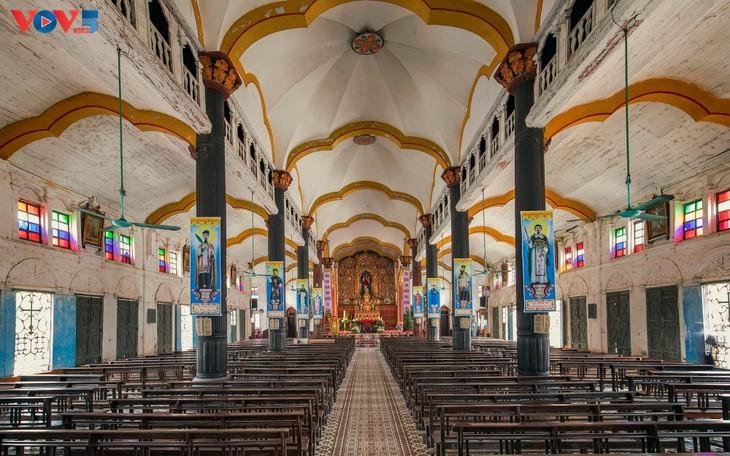 Vẻ đẹp độc đáo của nhà thờ Bùi Chu - ảnh 7