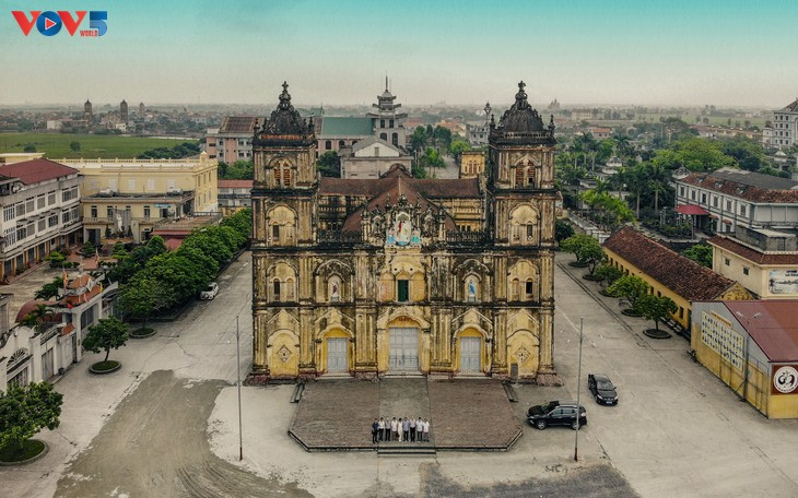 Tạm hoãn hạ giải nhà thờ chính tòa Bùi Chu, Nam Định  - ảnh 1