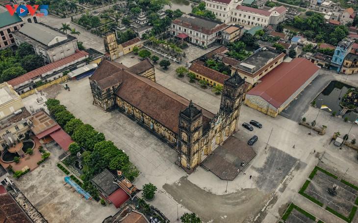 Tạm hoãn hạ giải nhà thờ chính tòa Bùi Chu, Nam Định  - ảnh 3